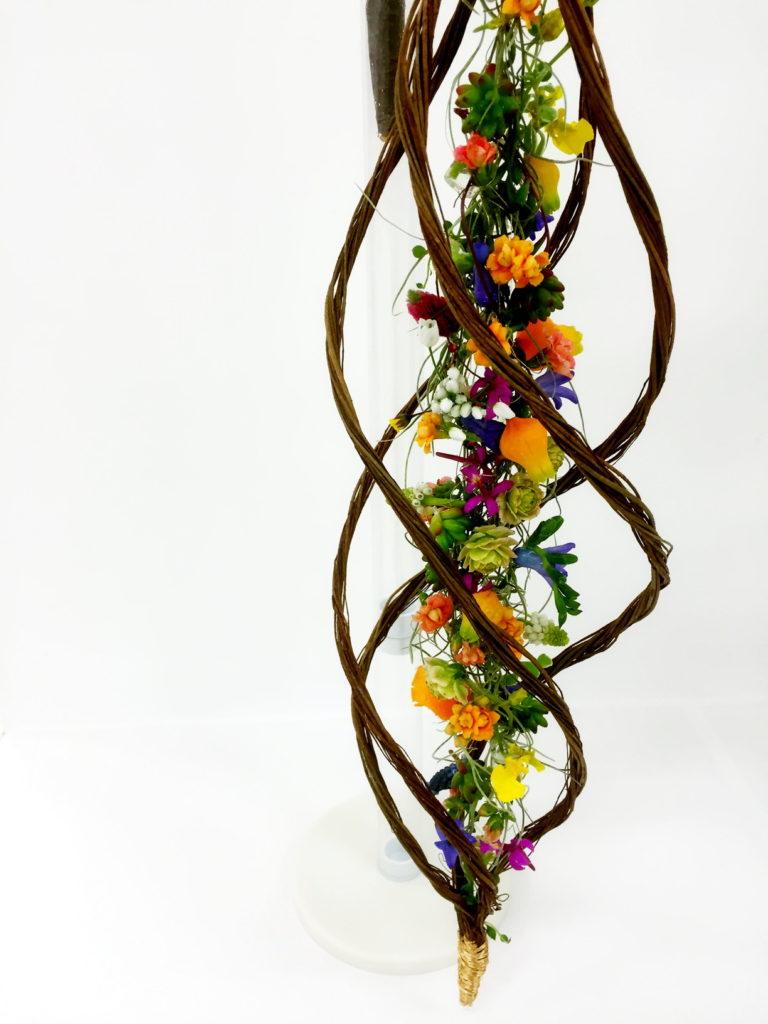 ウスネオイデスと花のブーケ